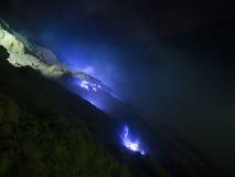 Fuochi blu dello zolfo, Mt Ijen, Indonesia Immagini Stock