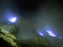 Fuochi blu dello zolfo, Mt Ijen, Indonesia Fotografie Stock Libere da Diritti