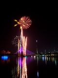 Fuochi d'artificio al festival 2011 di Putrajaya Floria Immagine Stock