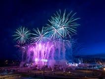 Fuochi d'artificio alla fuga precipitosa di Calgary Immagini Stock