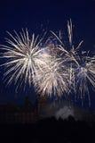 Fuochi d'artificio alla notte con il castello Fotografie Stock Libere da Diritti