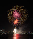 Fuochi d'artificio alla spiaggia di Pattaya, Tailandia Fotografie Stock