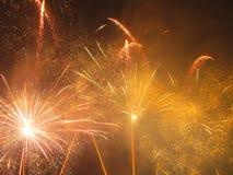Fuochi d'artificio arancio e gialli Fotografia Stock