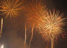 Fuochi d'artificio arancio e gialli Immagini Stock