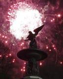 Fuochi d'artificio a Bethesda Fountain Fotografia Stock Libera da Diritti