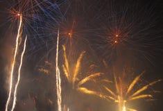 Fuochi d'artificio blu e gialli Fotografia Stock