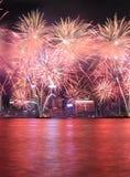 Fuochi d'artificio che celebrano il nuovo anno cinese in Hong Kong Immagine Stock Libera da Diritti