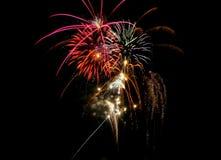 Fuochi d'artificio che interrompono la notte Fotografie Stock