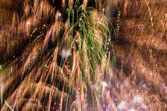 Fuochi d'artificio che riempiono la struttura immagini stock