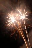 Fuochi d'artificio che scoppiano in aria Fotografia Stock