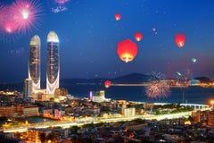 Fuochi d'artificio cinesi felici del nuovo anno, Xiamen, Fujian, Cina fotografia stock