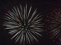 Fuochi d'artificio contro il cielo nero Immagine Stock Libera da Diritti