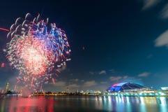 Fuochi d'artificio da acqua nella città di Singapore Fotografia Stock Libera da Diritti