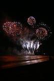 Fuochi d'artificio dalla spiaggia Immagini Stock