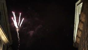 Fuochi d'artificio del festival di St John di Oporto archivi video