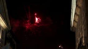Fuochi d'artificio del festival di St John di Oporto stock footage