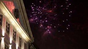 Fuochi d'artificio del festival di St John di Oporto video d archivio