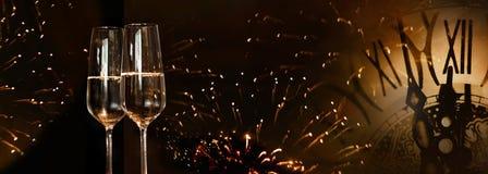 Fuochi d'artificio del nuovo anno con champagne Fotografia Stock Libera da Diritti