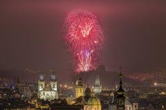 Fuochi d'artificio del nuovo anno 2016 di Praga Fotografie Stock Libere da Diritti