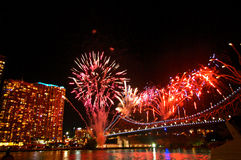 Fuochi d'artificio del ponte della città di Brisbane Fotografia Stock