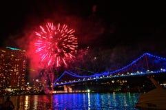 Fuochi d'artificio del ponte della città di Brisbane Immagini Stock
