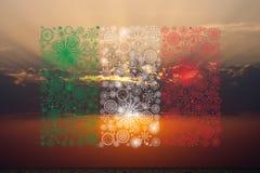 Fuochi d'artificio della bandiera dell'Italia sul fondo di tramonto Fotografia Stock