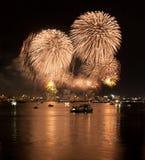 Fuochi d'artificio di colore dell'oro Immagine Stock