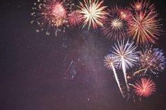 Fuochi d'artificio di festa in cielo notturno Immagini Stock Libere da Diritti