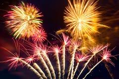 Fuochi d'artificio di nuovo anno sul cielo Fotografia Stock Libera da Diritti