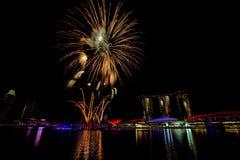 Fuochi d'artificio di Singapore Immagine Stock