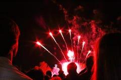 Fuochi d'artificio di sorveglianza delle coppie Fotografie Stock
