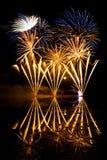 Fuochi d'artificio dorati e blu Fotografia Stock Libera da Diritti