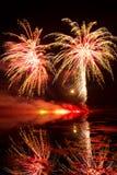 Fuochi d'artificio dorati e rossi Fotografie Stock