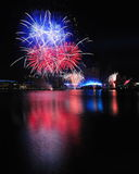 Fuochi d'artificio durante il Closing 2010 dei Giochi Olimpici della gioventù Fotografia Stock