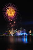 Fuochi d'artificio durante il Closing 2010 dei Giochi Olimpici della gioventù Immagini Stock