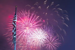 Fuochi d'artificio e bandierina Fotografie Stock
