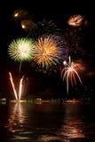 Fuochi d'artificio e riflessioni Fotografie Stock Libere da Diritti