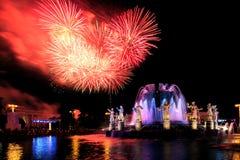 Fuochi d'artificio ed amicizia della fontana delle nazioni Fotografie Stock Libere da Diritti