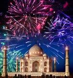 Fuochi d'artificio festivi sopra Taj Mahal, India Fotografia Stock Libera da Diritti