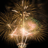 Fuochi d'artificio gialli su fondo nero Fotografie Stock