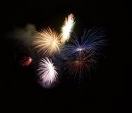 Fuochi d'artificio isolati nella fine scura del fondo su con il posto per testo, festival dei fuochi d'artificio di Malta, 4 di l Immagine Stock Libera da Diritti
