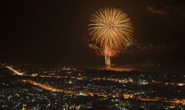 Fuochi d'artificio maestosi nella città di HuaHin Fotografia Stock