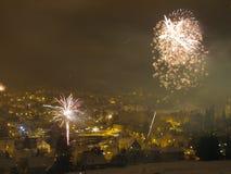 Fuochi d'artificio nel cielo notturno di inverno Immagine Stock Libera da Diritti