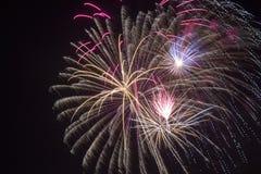 Fuochi d'artificio nel fuoco manuale Immagine Stock Libera da Diritti