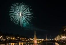 Fuochi d'artificio nel parco della città Immagine Stock Libera da Diritti