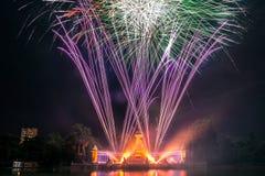 Fuochi d'artificio nel parco di Buen Retiro, Madrid Fotografie Stock Libere da Diritti