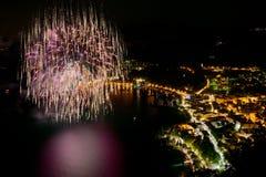 Fuochi d'artificio nella baia della polizia Fotografia Stock