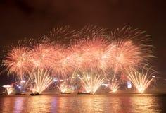 Fuochi d'artificio nella celebrazione 2017 di Hong Kong New Year a Victoria Harbor Fotografia Stock Libera da Diritti