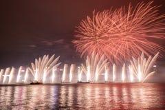 Fuochi d'artificio nella celebrazione 2017 di Hong Kong New Year a Victoria Harbour Immagini Stock