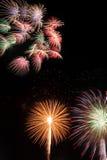 Fuochi d'artificio nella notte Fotografie Stock